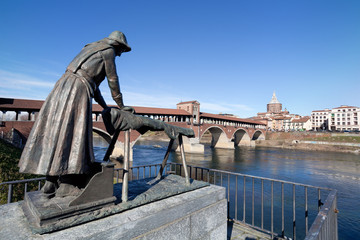 Laundress statue and Old Bridge of Pavia