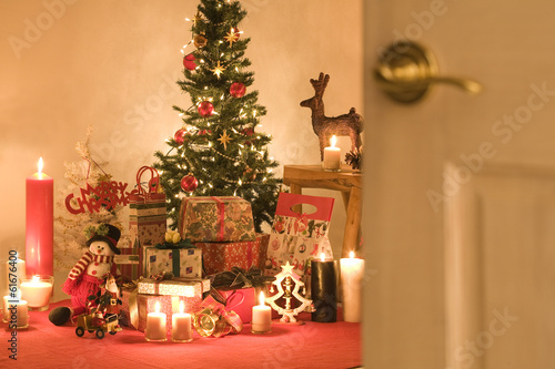 Christmas tree and presents in a room - 61676400