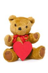 Süßer Teddybär mit rotem Herz vor der Brust