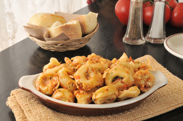 Cheese tortellini with tomato sauce