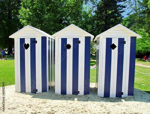 Cabine de plage bleu blanc photo libre de droits sur la for Meuble cabine de plage