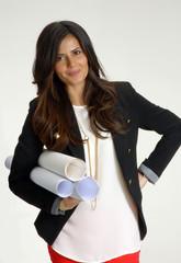 Mujer arquitecto,Diseñadora de interiores sujetando planos.