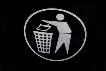 A sign for recycling (garbage, trash can)