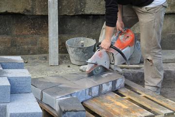 Découpe de blocs de granit