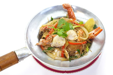 fried Crab and grass noodles served on the pan
