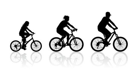 Eine Familie unternimmt eine Radtour