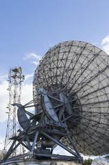 Satellitary transmission installation