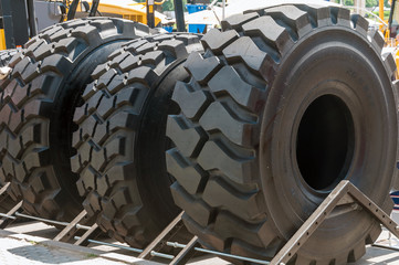 Tires for trucks and mobile cranes