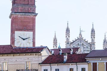 Duomo di Monza, torre campanaria