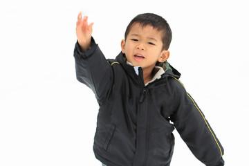 雪合戦をする幼児(4歳児)