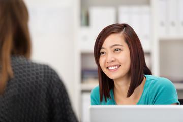 studentin in einem beratungsgespräch