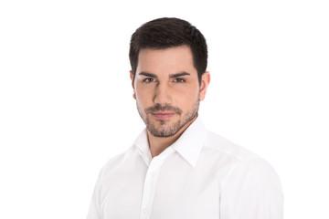 Portrait: Gesicht junger Mann unrasiert auf Weiß