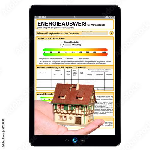 Tablet PC mit Energieausweis Hand und Haus - g549