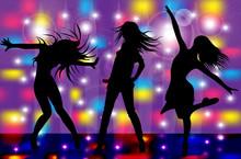 Filles dansent dans un club 4