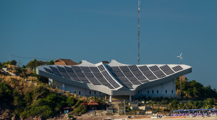 солнечная электростанция на острове Ко лан в Таиланде