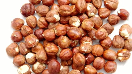 Hazelnuts are spinning on a table.