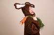 Frau Hase freut sich auf ihre geklauten Möhren