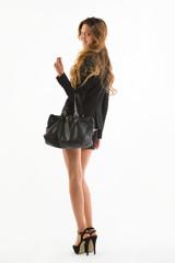Giovane ragazza con borsa