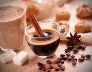 caffè espresso italiano nella tazzina di vetro