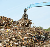 Scrap metal recycling plant and crane