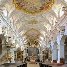Intérieur de la basilique de Saint-Emmeran à Ratisbonne, en Allemagne