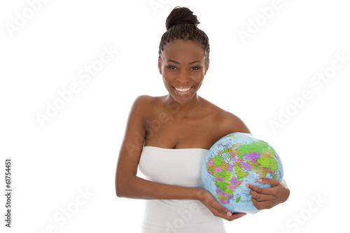 Afrikanerin isoliert mit Globus in der Hand - Konzept