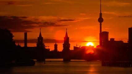 Berlin skyline bei Sonnenuntergang, Zeitraffer