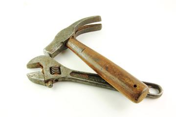Martello e chiave inglese