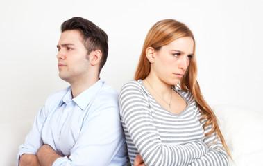 Junges Paar mit Beziehungsproblemen