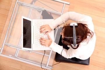 Musik hören am Laptop