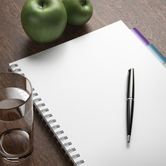 diet plan with pen and apples