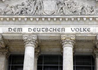 Inschrift am Berliner Reichstagsgebäude