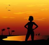 silhouette di ragazza sulla spiaggia al tramonto