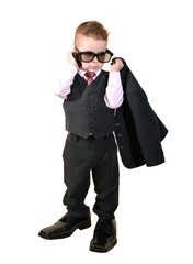 Junge hält Anzug Jacke und telefoniert