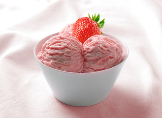 Ice Cream Strawberry in the ceramic cup