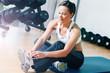 Frau vor Training im Fitness Studio