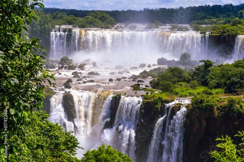 Papiers peints Cascade Beautiful cascade of waterfalls. Iguassu falls in Brazil