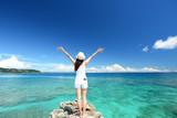 Fototapety 南国沖縄の美しいビーチと女性