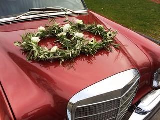 Hochzeit, geschmücktes Auto