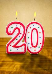 Brennende Geburtstagskerzen Nummer 20