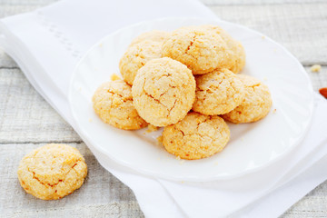 round Italian cookies with amaretto