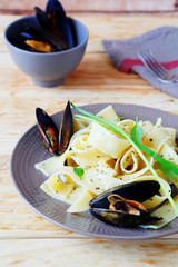pasta with sauce and mussels