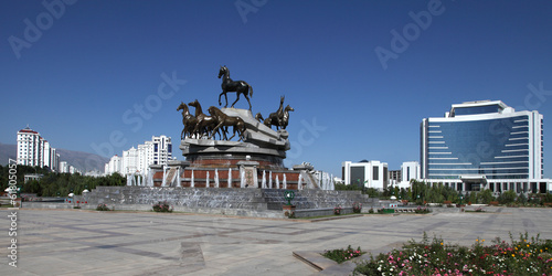 Sculptural composition to fast horses in the park. Ashkhabad. Tu - 61805057