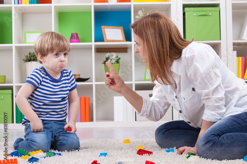 Leinwanddruck Bild Angry mother scolding a disobedient child