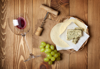 Red wine, cheese and grape