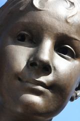 Détail d'une statue du pont Alexandre III à Paris