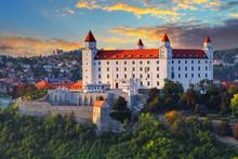 Le château de Bratislava au coucher du soleil, la Slovaquie