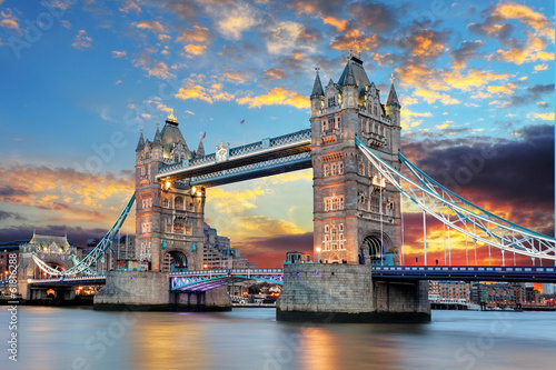Poster Openbaar geb. Tower Bridge in London, UK