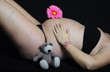 Embarazada con osito y flor