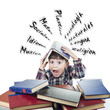 Estudiante con libros agobiado por los examenes